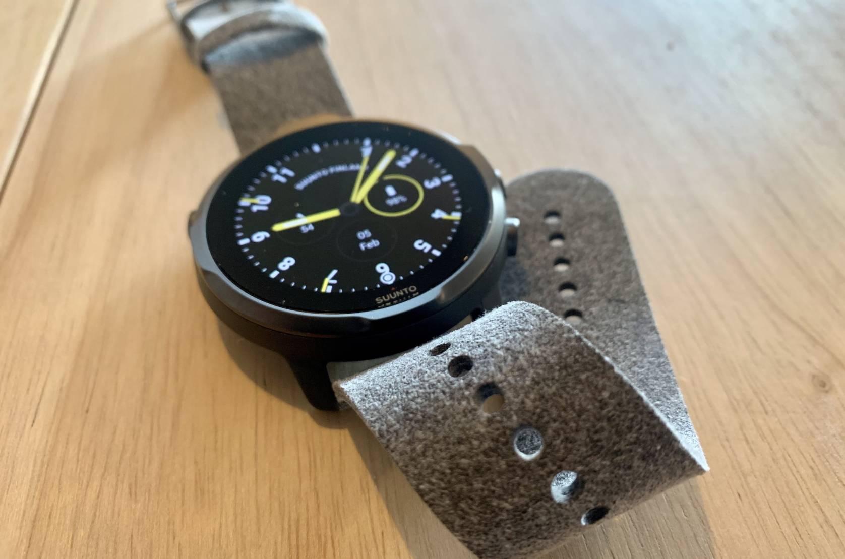 suunto watch strap detail