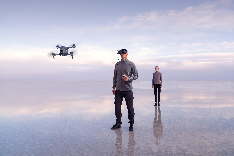 Drone DJI FPV y personas