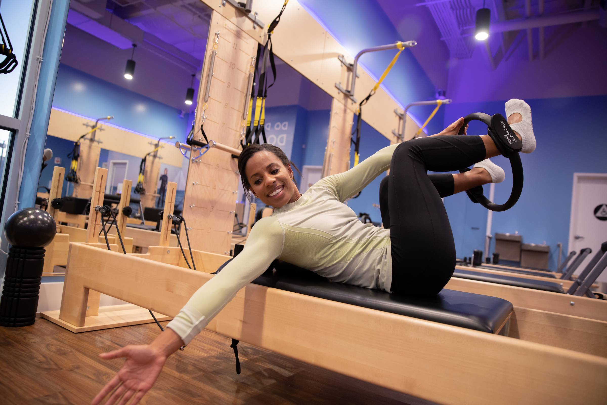 woman demonstrating pilates exercise twist for skiers