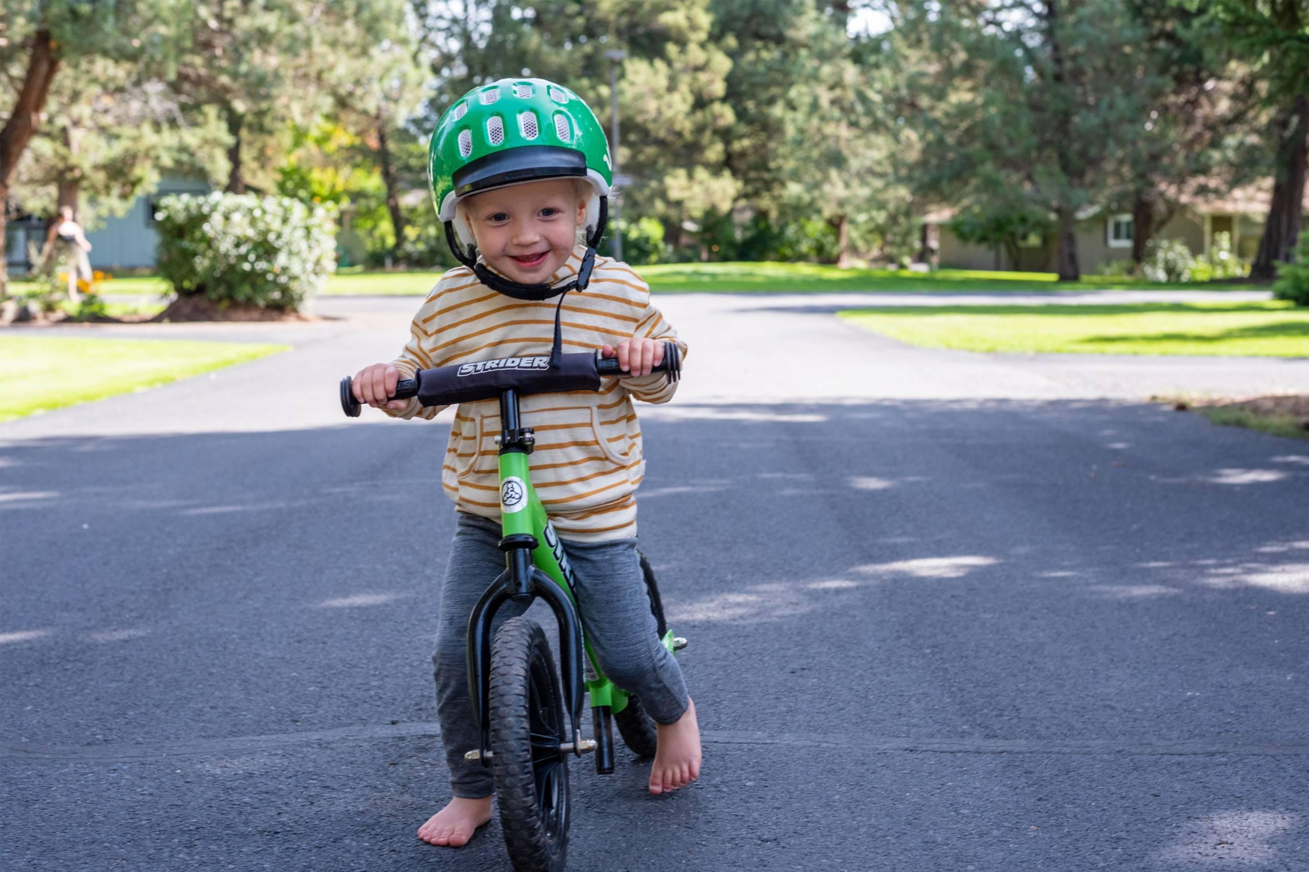 teaching kid how to ride a bike