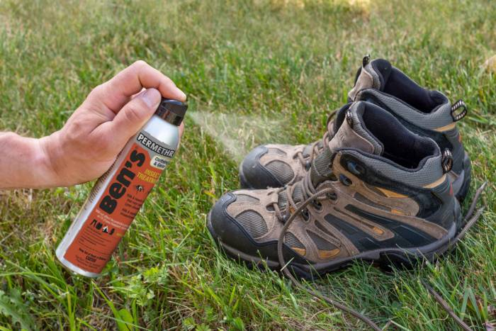 Bens-Clothing- -Gear-6oz---close-up-applying-to-hiking-boots