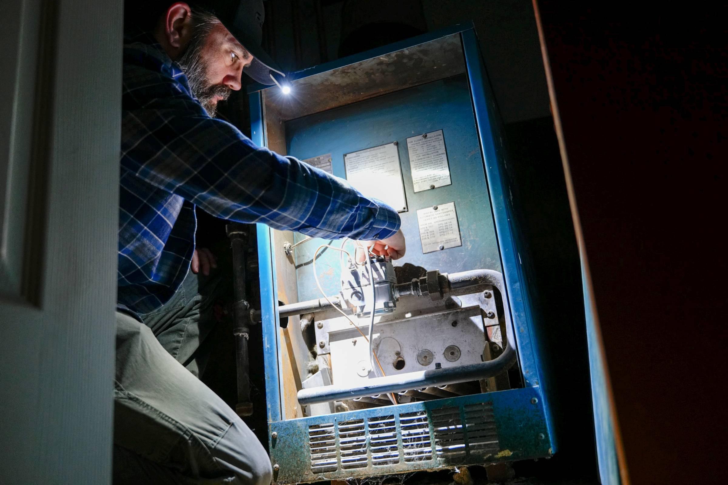 Fenix E-Lite EDC lighting up furnace