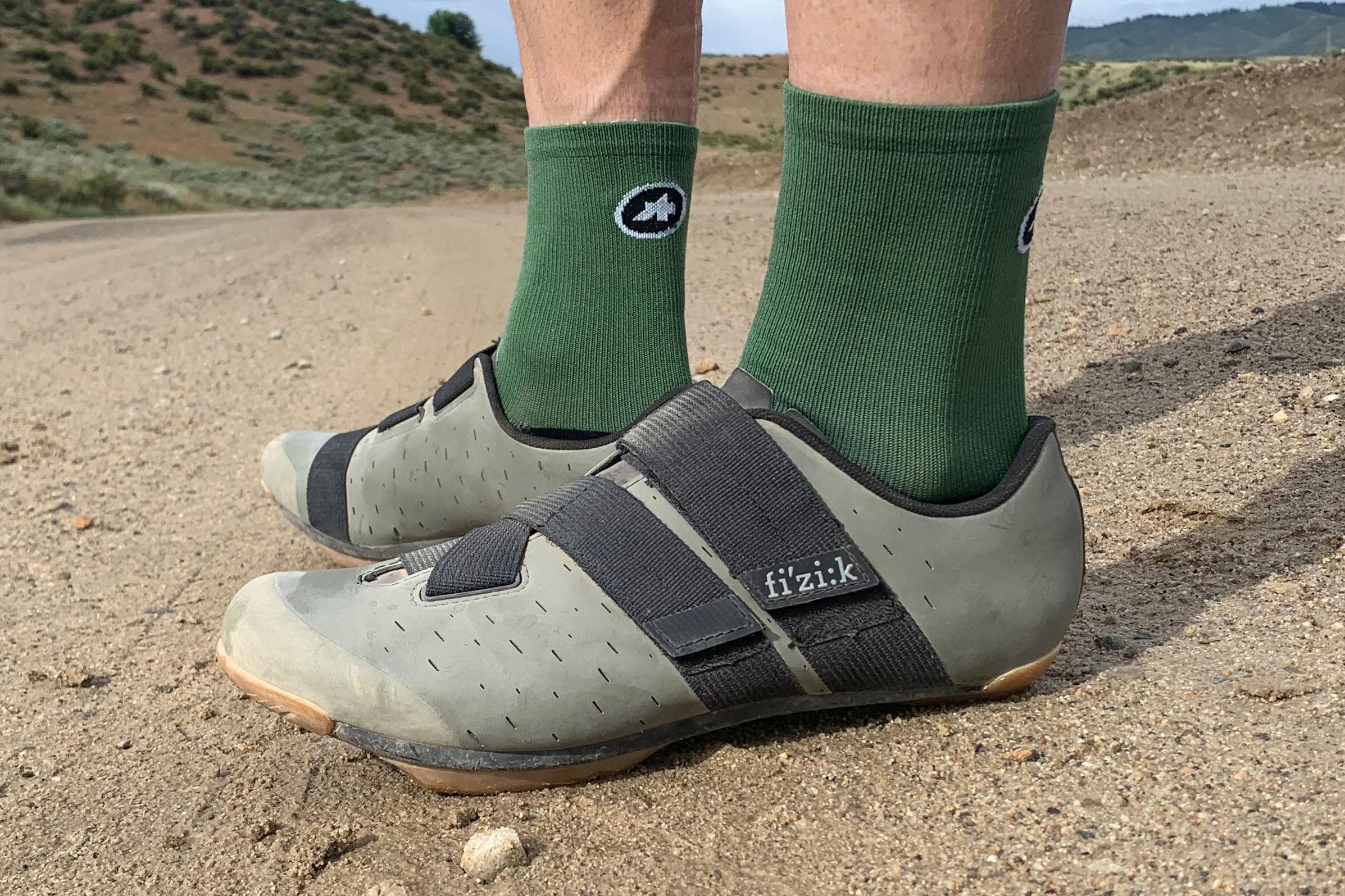 GearJunkie_Best_Gravel_Shoes_2021_Fizik_Terra_powerstrap_X4