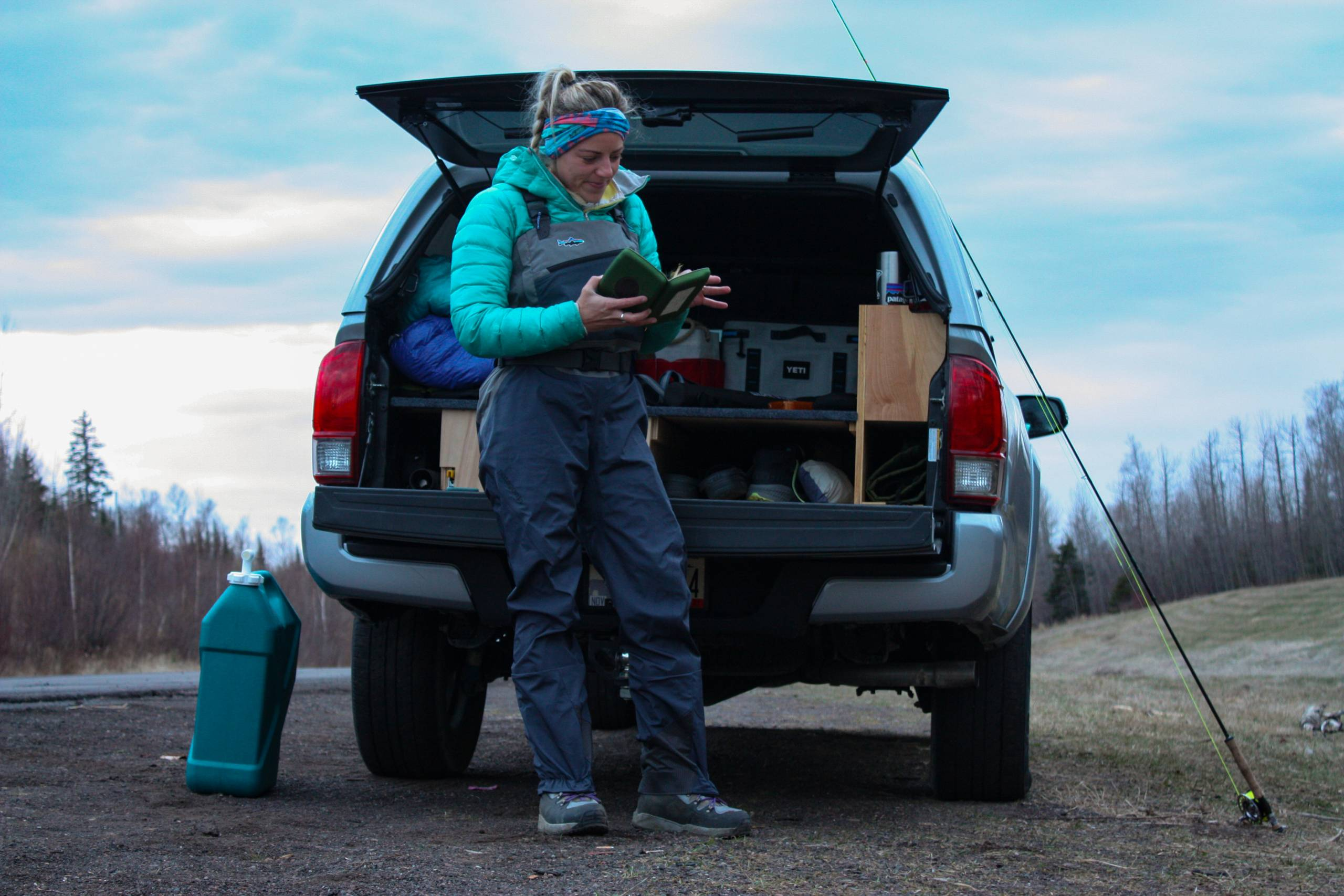 Girl flyfishing in Patagonia Swiftcurrent Waders Lifestyle