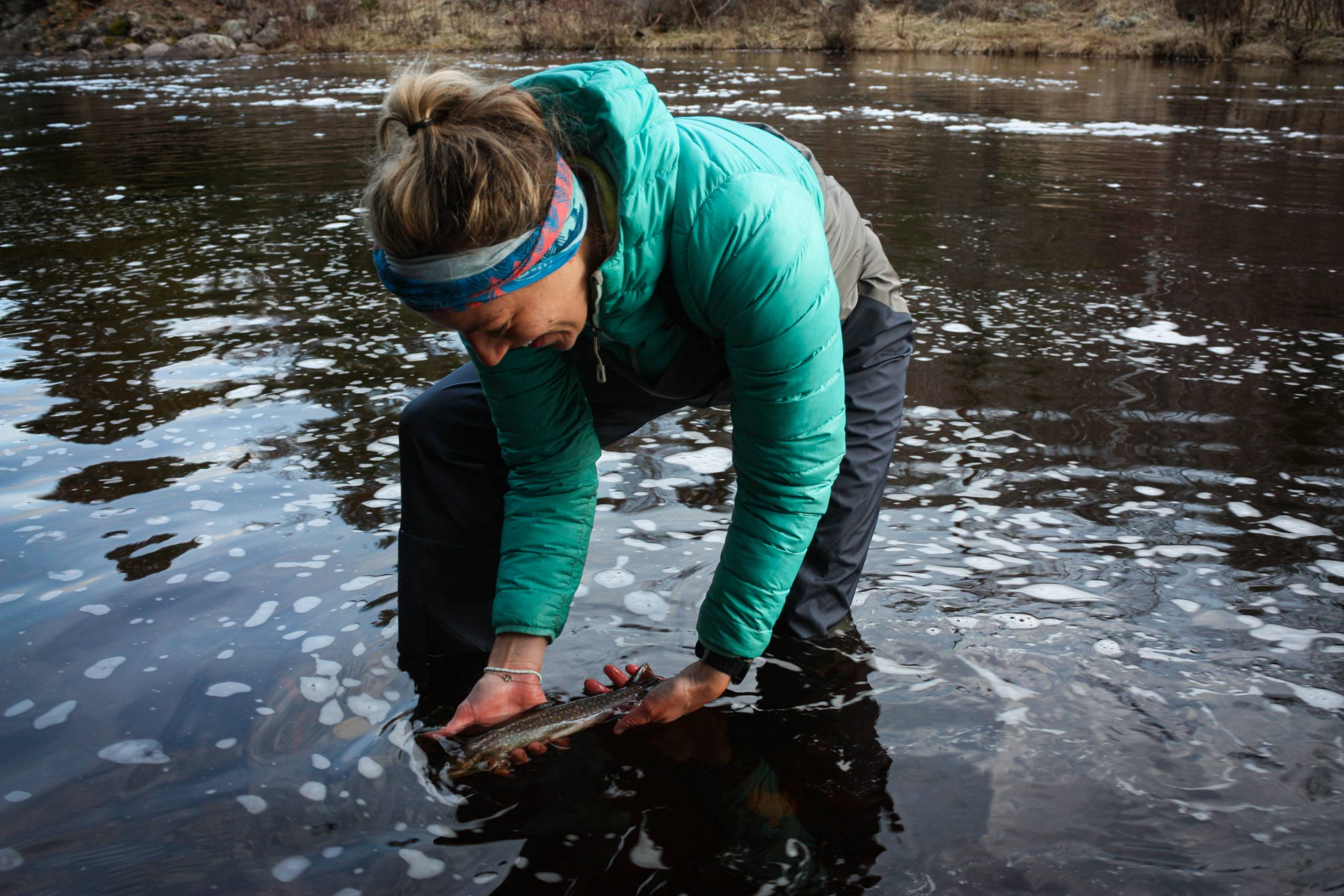 Girls fly fishing in Patagonia Swiftcurrent Waders Lifestyle