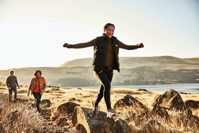 Merrell Moab Speed hiker on rocks
