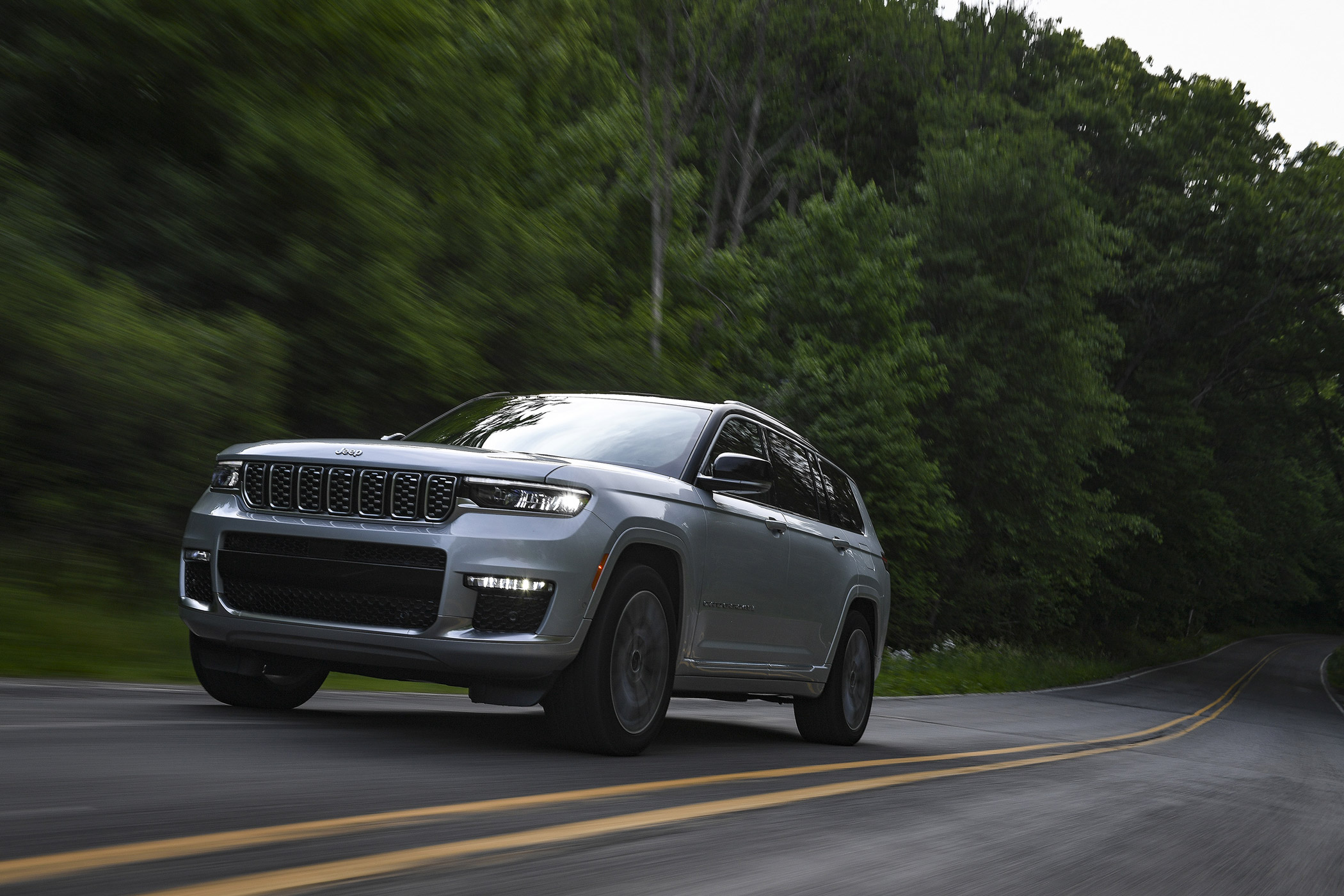 2021 Jeep Grand Cherokee L: Why It's the Ultimate Weekend Warrior Vehicle