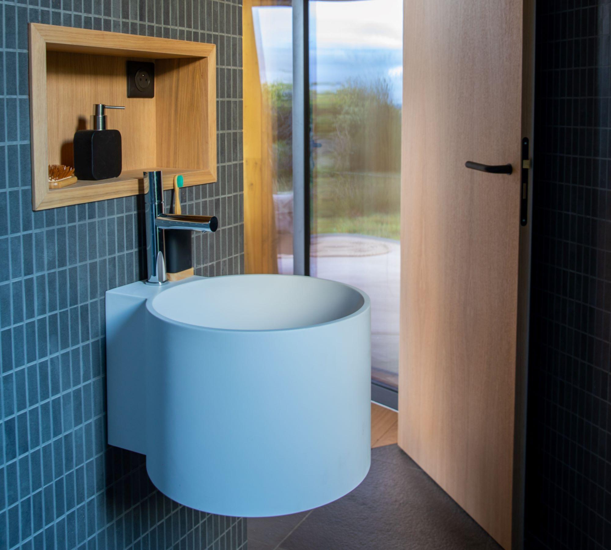lumipod bathroom, jornet's airbnb