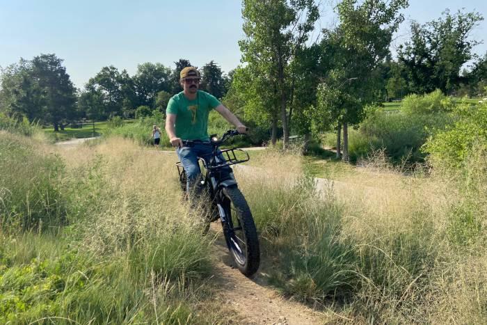Aventon Avelon on trail through grass