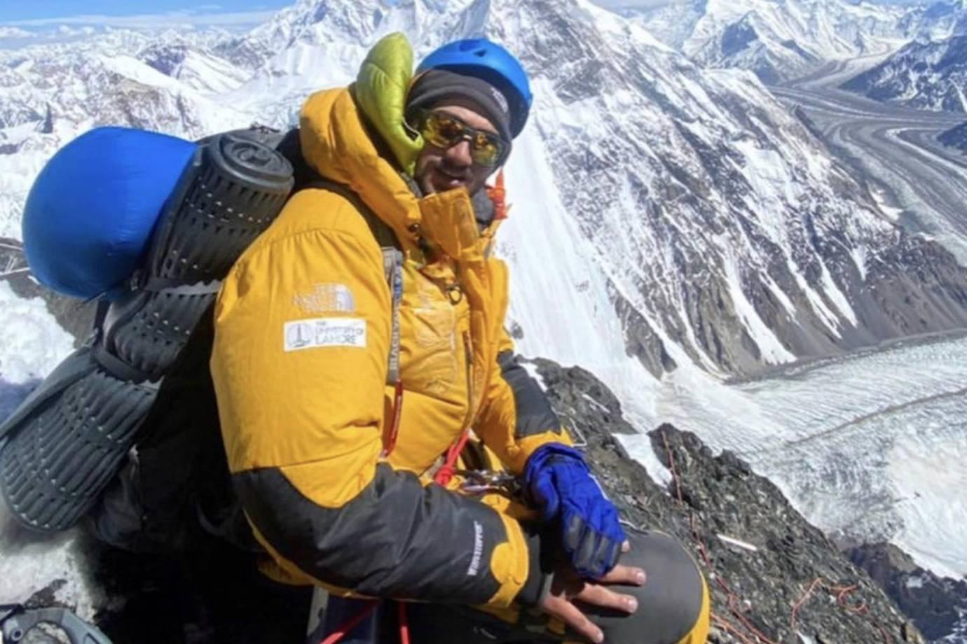 Shehroze Kashif 19-year-old Pakistani on summit of K2