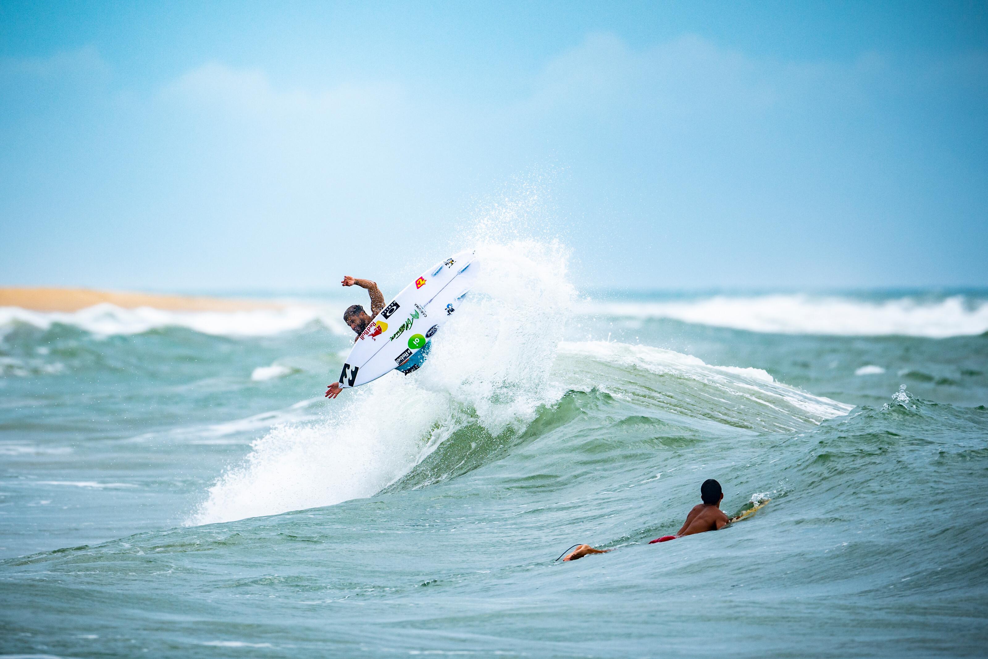 Italo Ferreira surfing