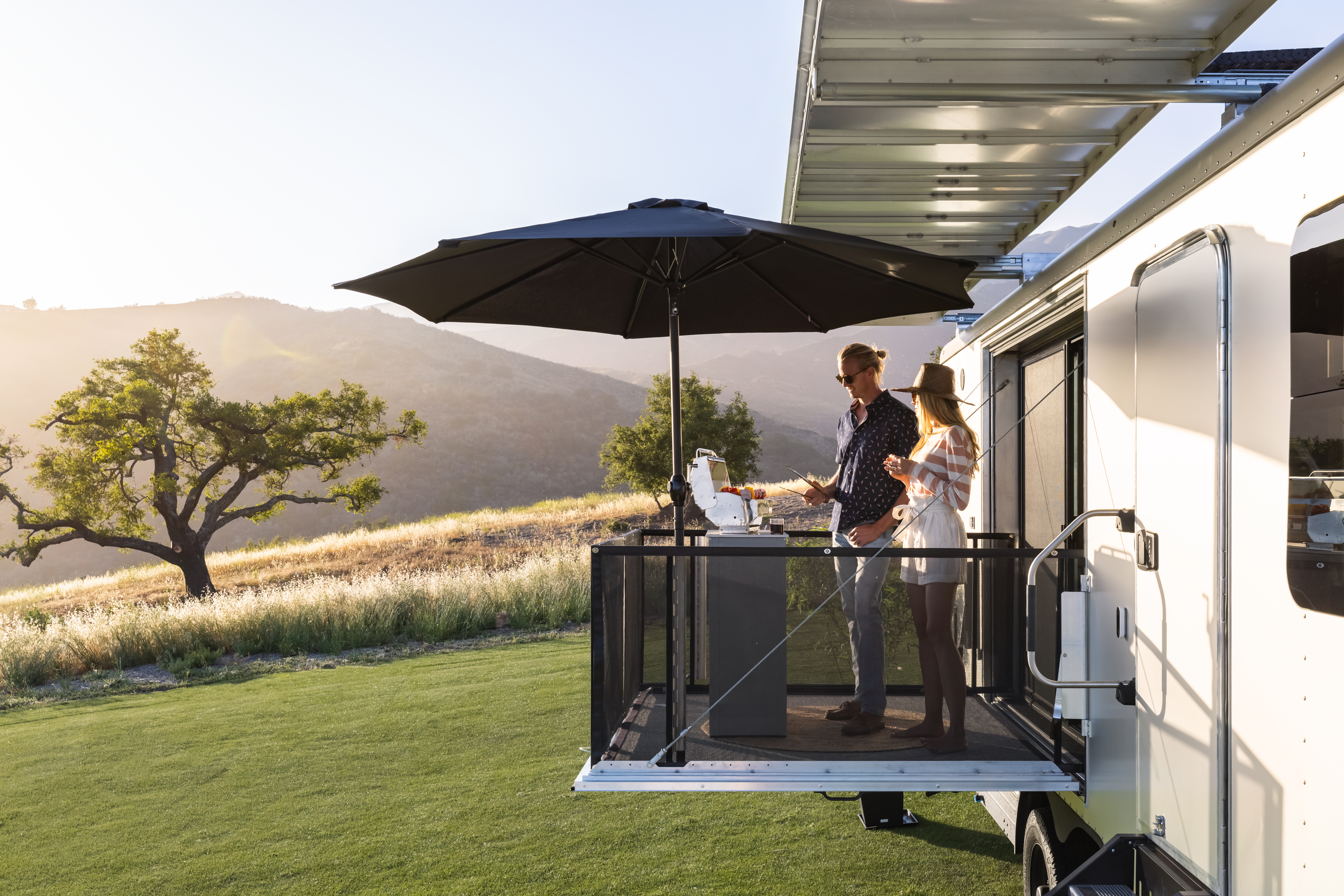 living vehicle trailer deck