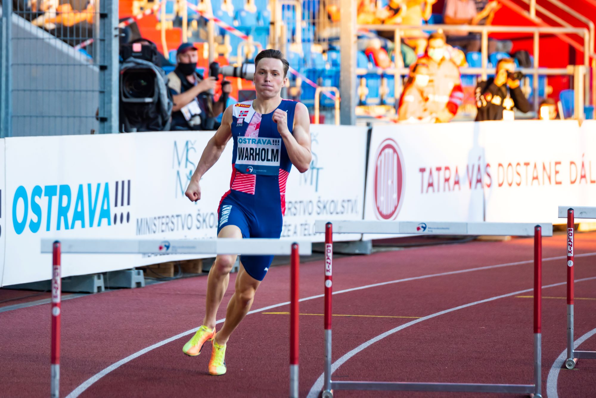 karsten warholm hurdles, Warholm takes issue with track spikes in running shoes