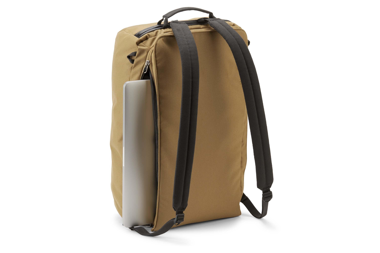 rei beyonder weekender duffel bag in tan with laptop sleeve and backpack straps