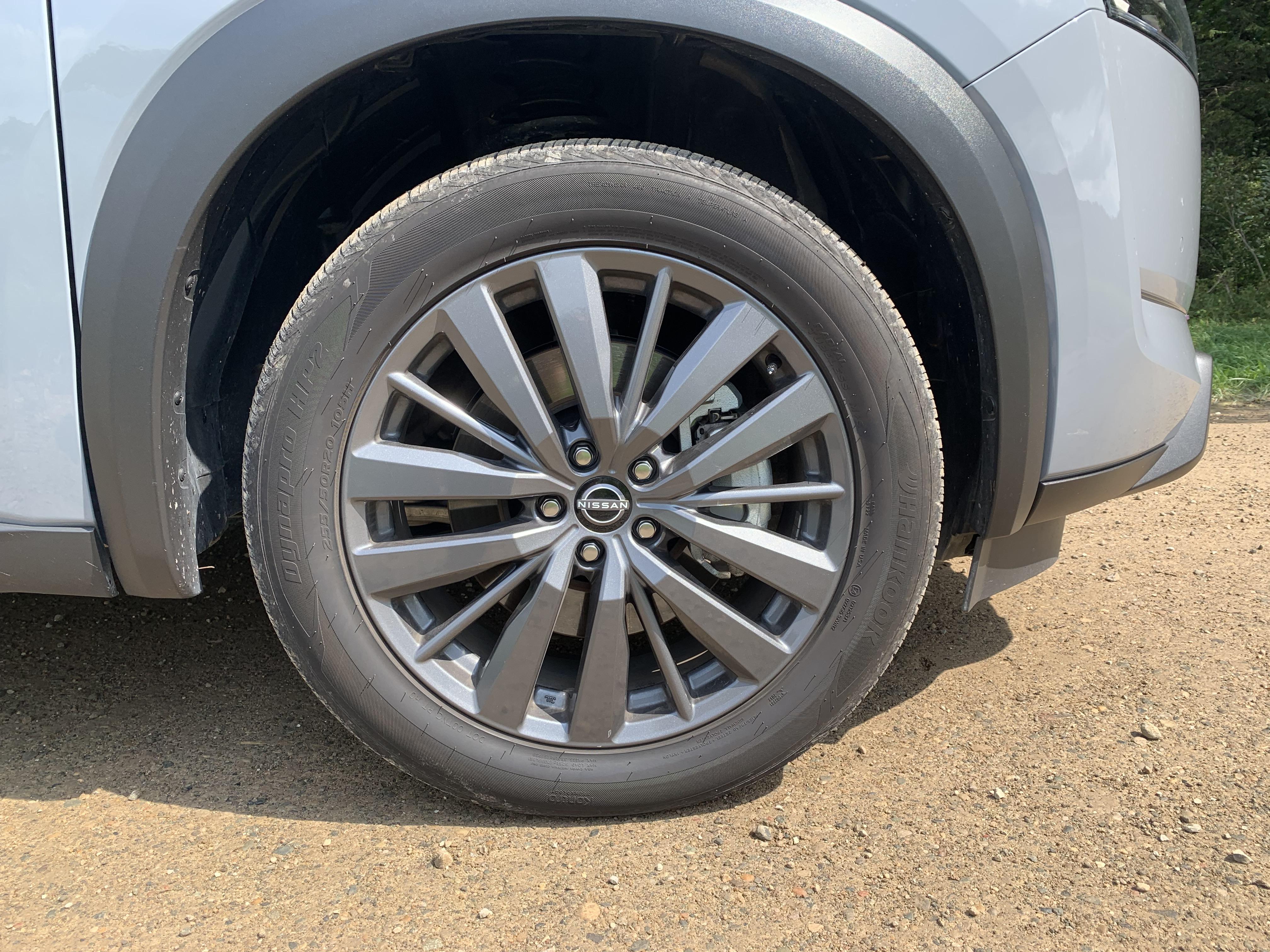 Nissan Pathfinder wheel