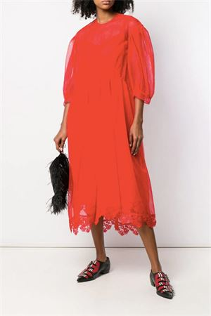 Red tulle dress with low shoulder sleeves. SIMONE ROCHA | 11 | 3735 006906