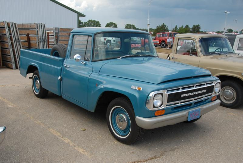 1965 International (IHC) D-1000 1/2 Ton Values | Hagerty Valuation Tool®