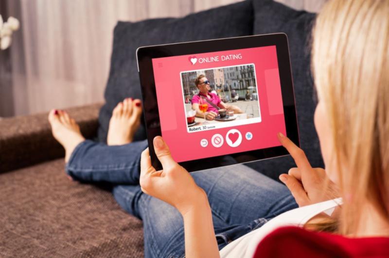 Gratis online dating CT dating site morsomme bilder