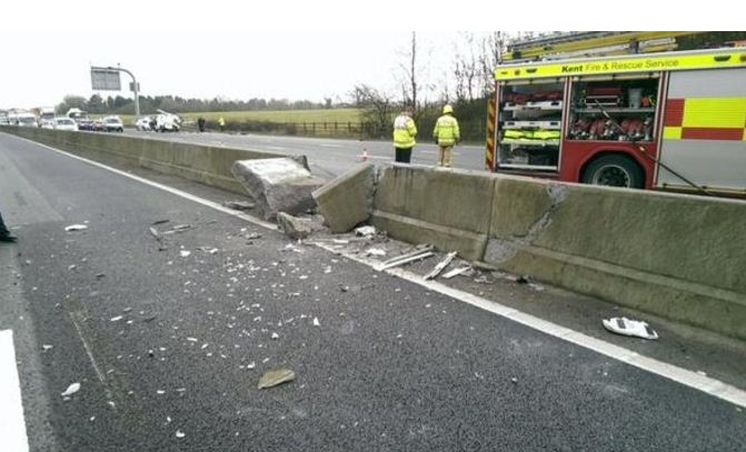 M25 J5-J6 barrier damage