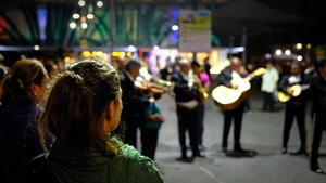 Anja y Mariachis, Girabaldi Square, Mexico