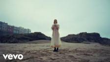 Lolo Zouaï 'Desert Rose' music video
