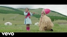 Petite Meller 'The Flute' music video