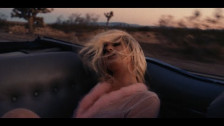 Chloe Angelides 'Blind To The Blonde' music video