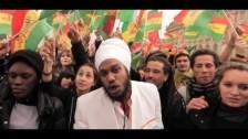 Yaniss Odua 'Rouge, Jaune, Vert' music video