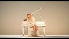 Jelena Žnidari? 'Živa Sam' music video