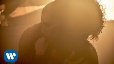 Laura Pausini 'Entre Tu Y Mil Mares' music video