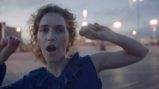Rae Morris 'Do It' music video
