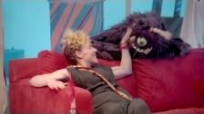 tUnE-yArDs 'Water Fountain' music video