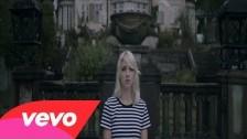 Veronica Maggio 'Låtsas som det regnar' music video