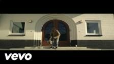 Gers Pardoel 'Eenzaam Op De Bank' music video