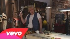 Weird Al Yankovic 'Handy' music video