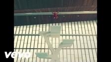 Kaiser Chiefs 'Parachute' music video