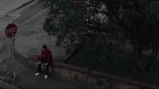 A Página do Relâmpago Elétrico 'Sozinho/Parado' music video