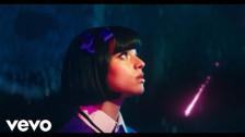 Raissa 'Crowded' music video