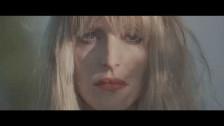Carmen Villain 'Red Desert' music video