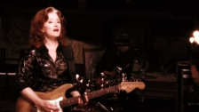 Bonnie Raitt 'Right Down The Line' music video