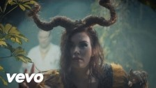 Démira 'Trophy' music video