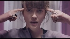 Noga Erez 'Dance While You Shoot' music video