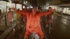 Red Elvises 'Paris Waltz' music video