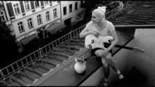 Molly Nilsson 'Think Pink' music video