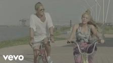 Carlos Vives 'La Bicicleta' music video