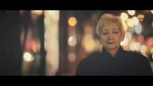Efecto Mandarina 'Bored and Sad' music video