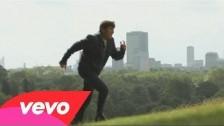 Gianni Morandi 'Bisogna Vivere' music video