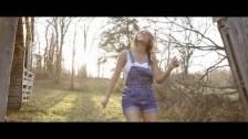 Lainey Wilson 'Tomboy' music video