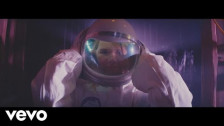 Transviolet 'Astronaut' music video