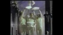 Claudia Phillips 'Souvenez-vous de nous' music video